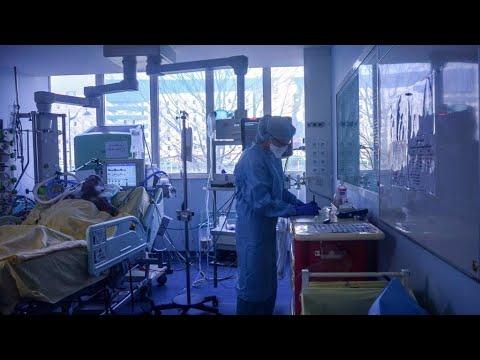 Coronavirus: 300 décès de plus en France, une