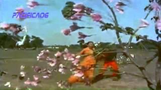 Umar Hai Satra Saal Itni : Lata - Usha & Chorus