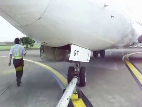 Pushing Back Narrow Body Aircraft (B737)