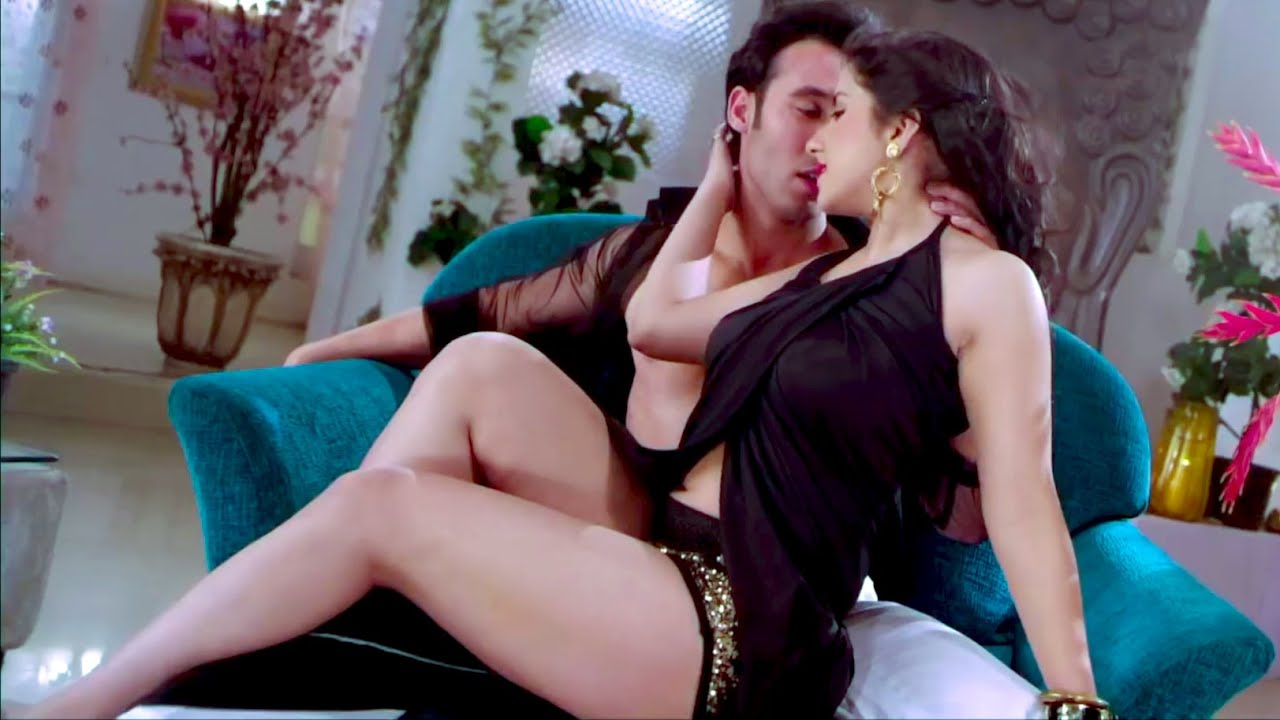 Download Super Hot Milky Thigh & Legs Compilation of New Hot Bollywood Actresses