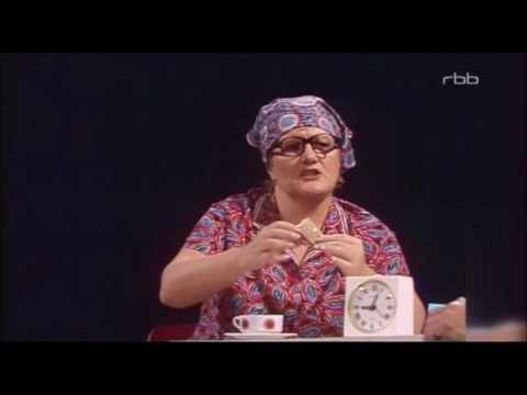"""Helga Hahnemann und Herbert Köfer als Traudel Schulze und Hugo im  """"Kessel Buntes"""" 1981"""