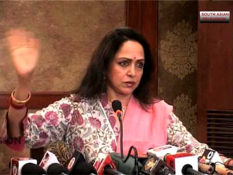 Bollywood dreamgirl Hema Malini supports Narendra Modi as PM
