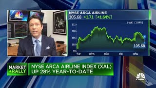 Why trader Tim Seymour likes Delta over other airline stocks