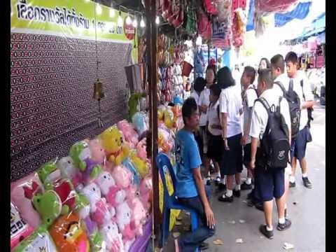 นักเรียนแห่ปาโป่งงานกาชาดราชบุรี