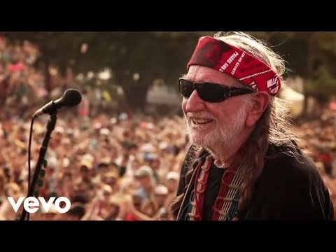 Willie Nelson - Roll Me Up and Smoke Me When I Die (live video)