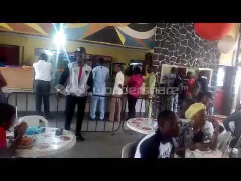 Cee Jaey mobs forks and fingers (Obafemi Awolowo University)