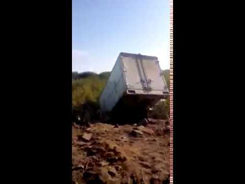Грузовик вылетел с дороги в Охе