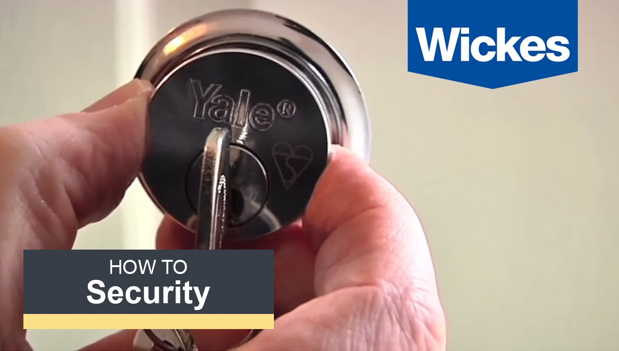 How to fit a British Rim Cylinder Lock with Wickes