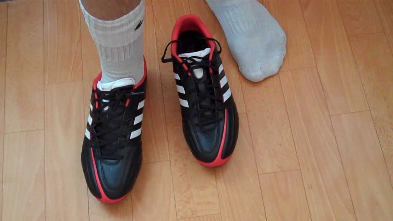 How to Know If A Soccer Shoe Fits Right - YouTube