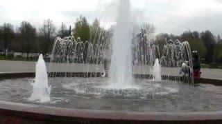 В Красногорске включили фонтаны(, 2016-04-28T20:31:54.000Z)