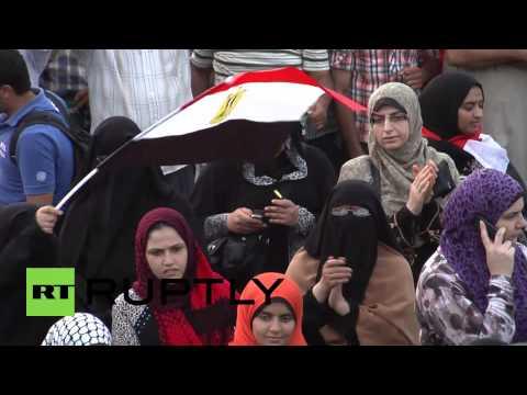 Egypt: Morsi backers sing support
