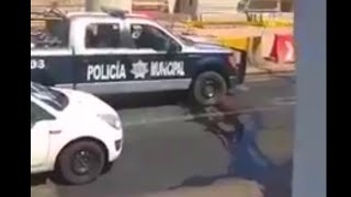 Repeat youtube video Momento de la ejecucion de 3 policias en Tlaquepaque Jalisco