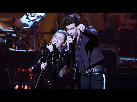 "Shawn Mendes and Miley Cyrus performing ""Islands in the Stream"" at Dolly Parton Tribute Concert"