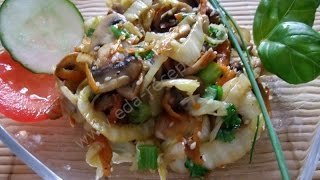 Теплый салат с грибами и пекинской капустой