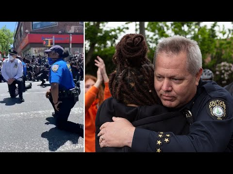 US police show signs of solidarity with demonstrators | George Floyd protests