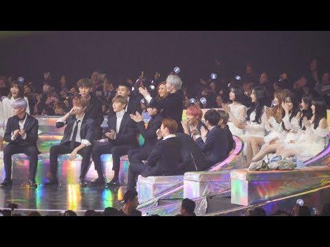 181201 워너원(Wanna One),여자친구 - 방탄소년단(BTS) 뷔 수상소감에 빵터짐  [4K] 직캠  by Mera