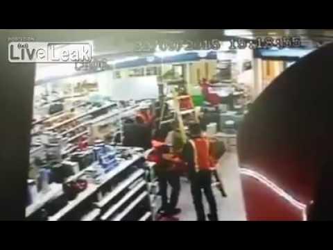 Accidente de trabajo caida escalera de mano youtube - Escaleras de mano ...