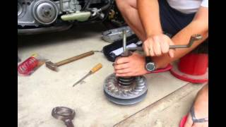 How to change compression spring on Yamaha T-max 500