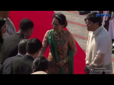 Myanmar democracy icon Suu Kyi arrives for Asean meet