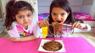 Masal and Öykü eats Black Noodles , Mommy feeds kids