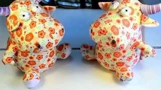 Идеи подарков: Мягкая игрушка Корова с оранжевыми или красными цветами (видео обзор)