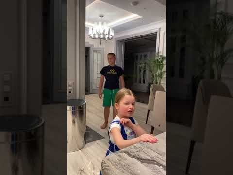 4-летняя дочь Ксении Бородиной жалуется, что с ней никто не играет