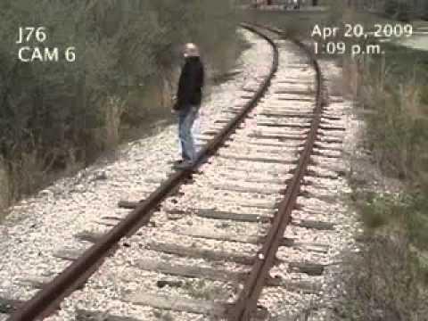 Mann Schmeisst Sich Vor Dem Zug Youtube