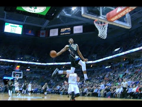 Giannis Jams MONSTER, Full-Extension Windmill in Milwaukee! | March 24, 2017
