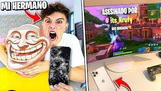 Mi HERMANO ROMPE su móvil por matarle en Fortnite i le COMPRO el iPhone 11...