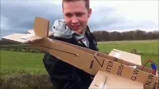Incrível avião feito de papelão que consegue levantar voo