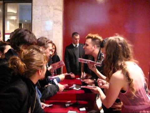 The Irrepressibles signing autographs in Rome