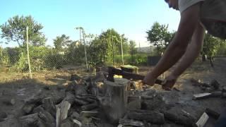 Рубим дрова на даче. Попадание прямо в мангал)
