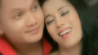 Video Susi Julia - Honeymoon (Official Video Klip) download MP3, 3GP, MP4, WEBM, AVI, FLV Januari 2018