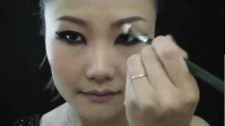 单眼皮妩媚大眼妆 Big Sexy Eye Makeup Look for Monolids Thumbnail