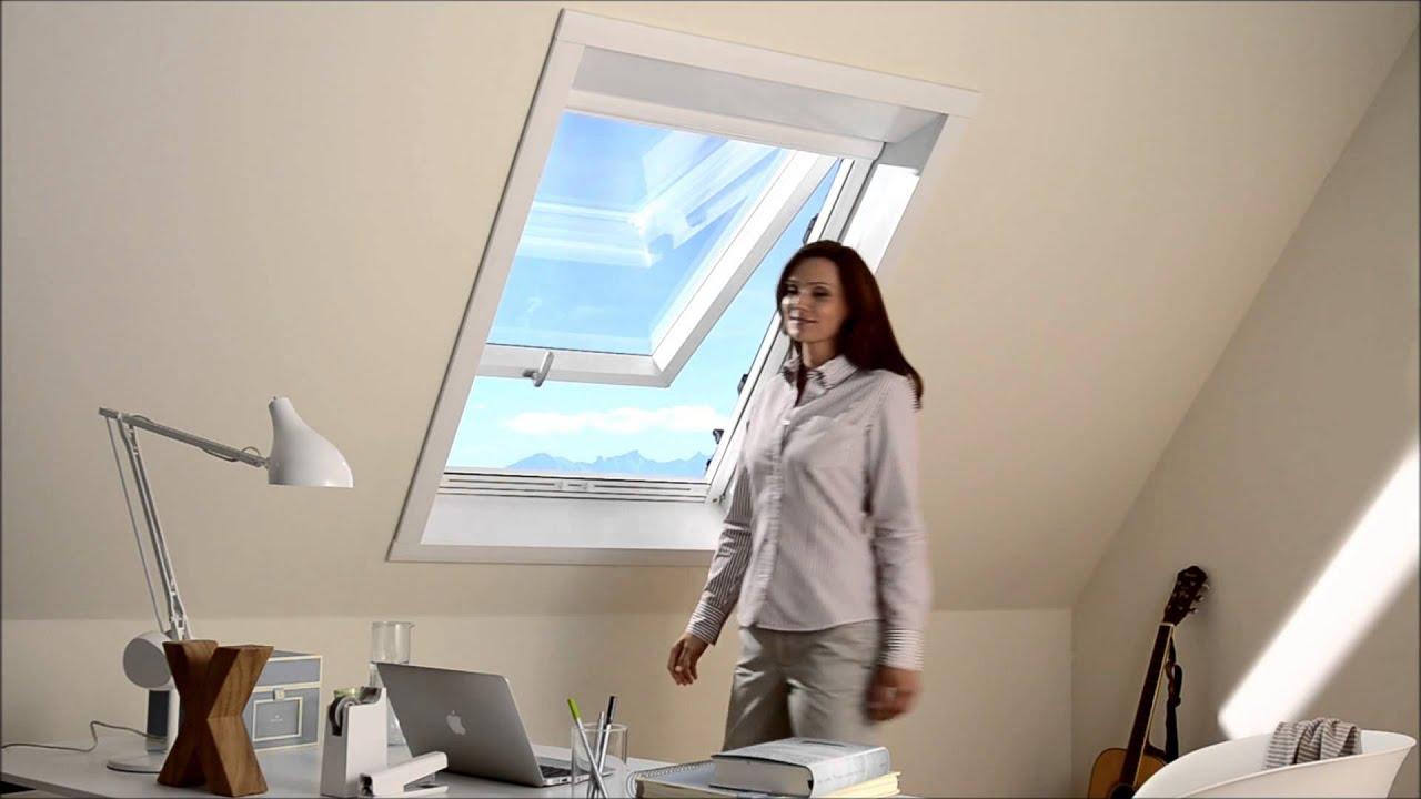 fliegengitter als rollo f r dachfenster youtube. Black Bedroom Furniture Sets. Home Design Ideas