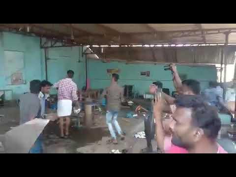 அடித்து நொறுக்கினர் Bar