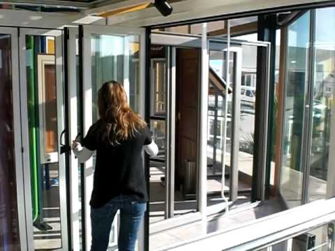 Puertas o vidrieras plegables youtube for Cristaleria benissa