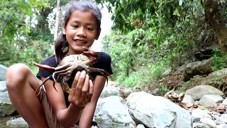 Survival skills: Catch crab in waterfall & grilled crab for food - Cooking crab eating delicious #9
