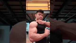 Juan Gudiel - Muscle Flexing