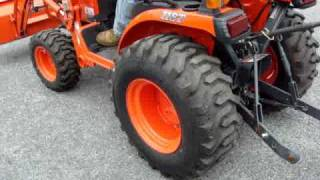 KUBOTA B2920 TRACTOR IN ACTION