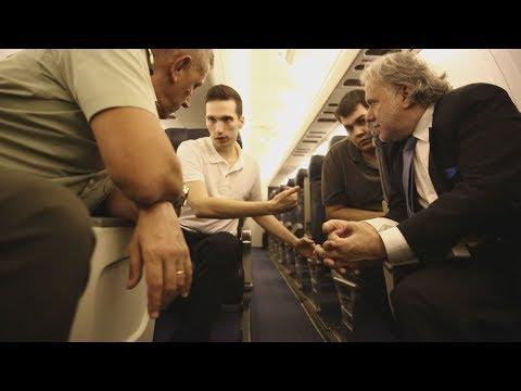 Χαρά και συγκίνηση στην επιστροφή των δύο στρατιωτικών στο αεροδρόμιο «Μακεδονία»