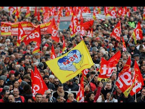مئات الآلاف من المتظاهرين احتجاجا على نظام التقاعد الجديد في اختبار لسياسة ماكرون  - 16:02-2019 / 12 / 5
