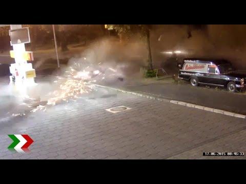 überwachungsaufnamen Schwerer Unfall Youtube