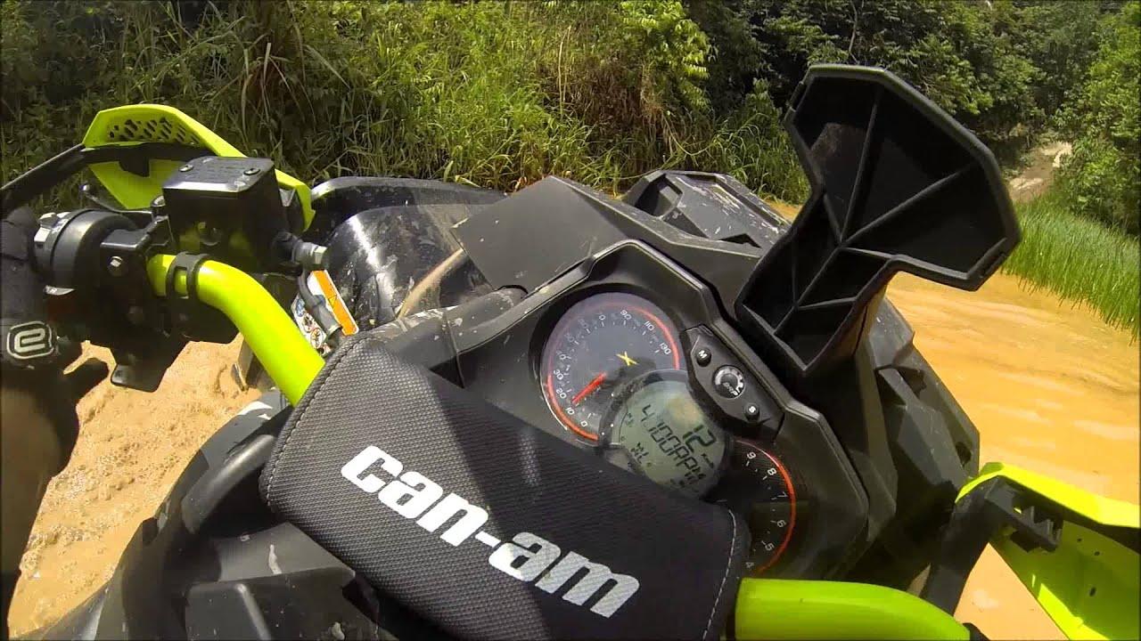Quadriciclo ATV Can Am Outlander XMR 1000 Atravessando ...