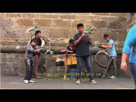 Niños mexicanos crean su banda musical e instrumentos usando basura