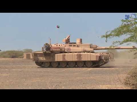 فيديو: القوات الاماراتية ضمن التحالف العربي تستعرض مدفعيتها وألياتها الثقيلة في المخا بالساحل الغربي لليمن