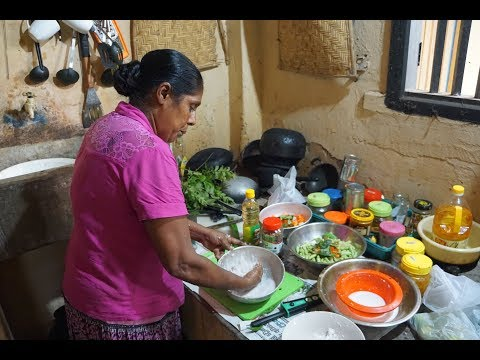 🎥 Sri Lankan Cooking - Traditional Kitchen - Food Travel Blog - Sri Lanka Vlog - Vegetable Curry
