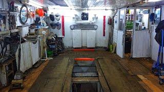 Как заехать в гараж на яму задним ходом.