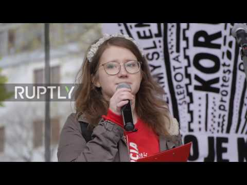 Slovakia: 10,000 demonstrators protest against corrupt politicians in Bratislava