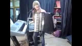 beatriz y su acordeon 16 1 2014